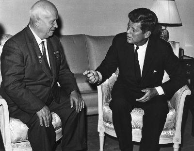 John Kennedy y Nikita Khrushchev en 1961