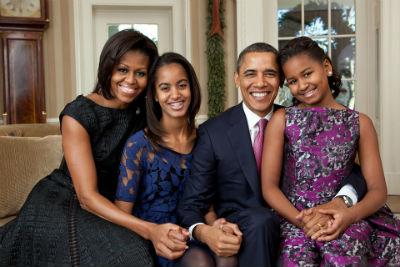 Michelle con Barack y sus hijas