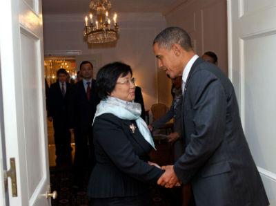 Otunbayeva con Obama