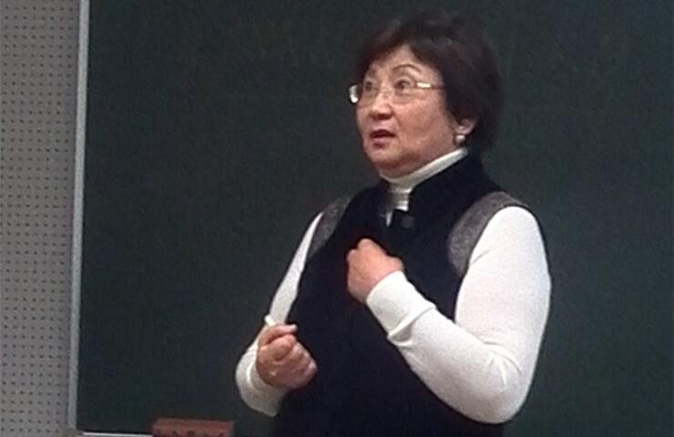 Biografía de Roza Otunbáyeva